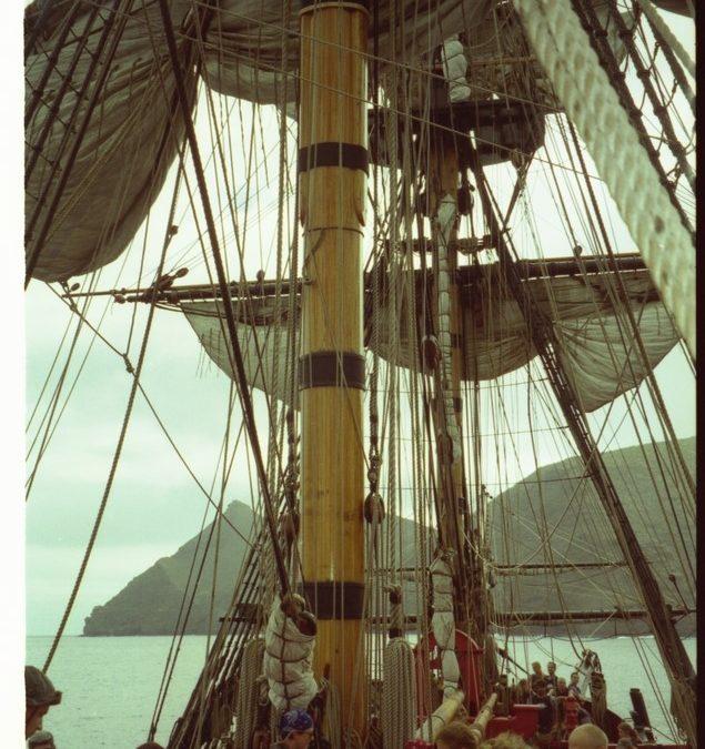 Photographie prise à bord du Endeavour en 1997 au large de Sainte-Hélène