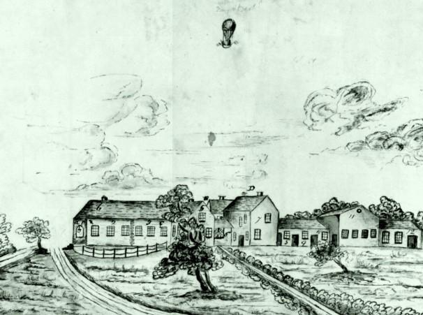 Dessin de 1820 par Samuel Decimus Davies dans lequel on voit Longwood House avec un ballon et l'indication manuscrite « Boney and Bert escaping » [Napoléon et Bertrand]